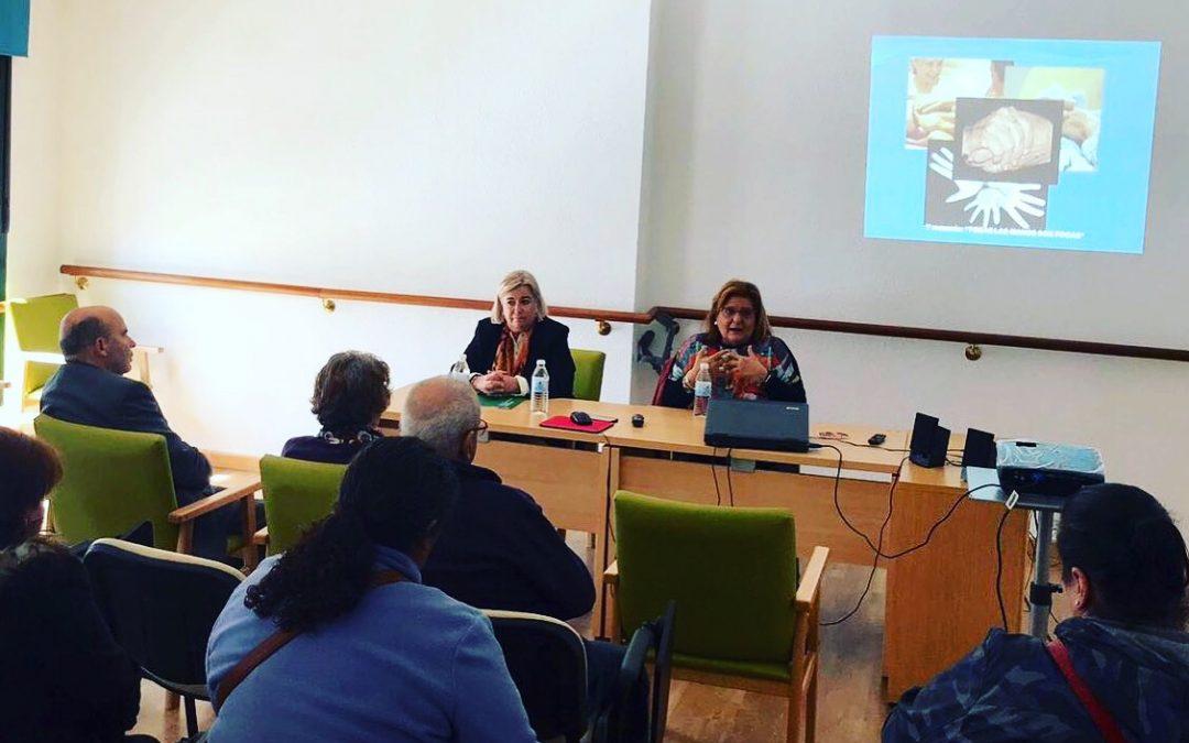 El Área Sanitaria Norte de Huelva imparte una charla informativa sobre Alzheimer dirigida a familiares de pacientes de la Cuenca Minera