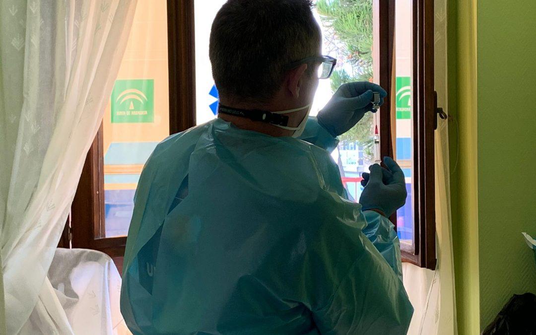 El personal de los centros educativos del Área Sanitaria Norte empieza a vacunarse contra la Covid-19